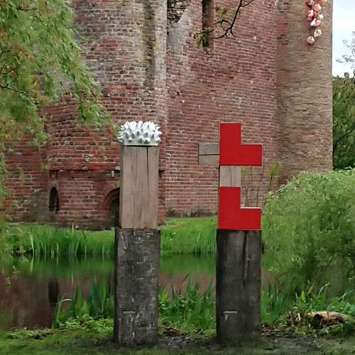 Monument voor de Moed en de Liefde Ravesteyn Heenvliet Buitenbeelden Danielle Henger van Rijssen Hout, keramiek en rvs
